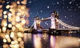 Fototapeta Londyn - snowing in london - winter in the city
