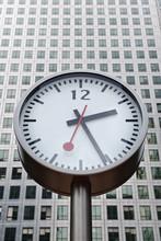 Clock Outside Canary Wharf Tow...