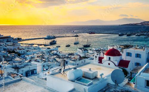 Poster de jardin Europe Méditérranéenne Sunset at Mykonos island and traditional greek church
