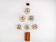 Weihnachtsbaum aus bunten Plätzchen mit einem weißen Hintergrund, Weihnachten