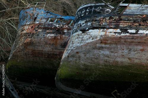 épaves de bateaux abandonnés échoués