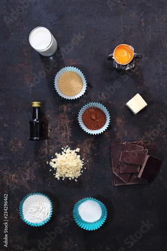 Domowe muffinki czekoladowe. Składniki potrzebne do wypieków. Canvas Print
