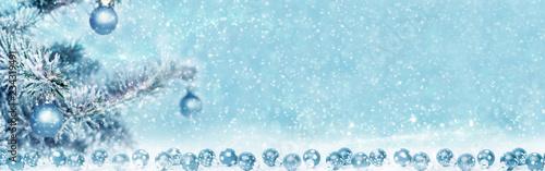Fotografía  Blue balls at the fir tree, christmas background, banner