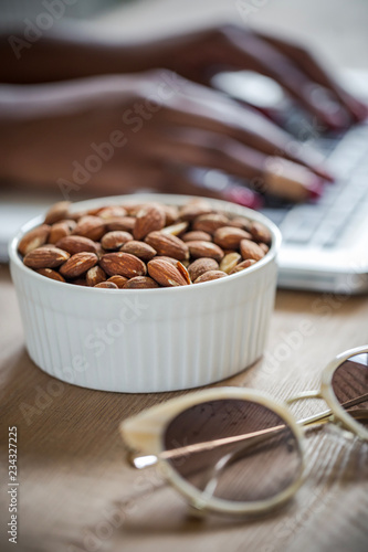 Foto op Canvas Koffiebonen nuts in a bowl