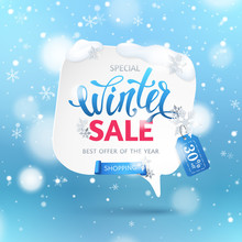 Winter Sale Banner With Paper Speech Bubble, Ribbon, Snowflakes And Text. Blue Background With Snowfall And Hanging Tag For Design Of Flyers With Discount Offers And Special Seasonal Retail Promotion.