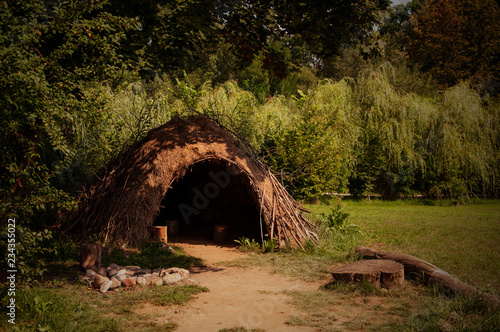 Pinturas sobre lienzo  paleolithic or neolithic hut in Biskupin, Poland