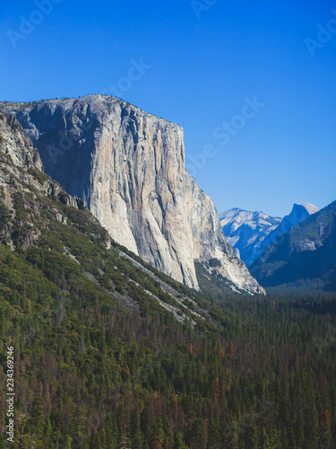 Keuken foto achterwand Verenigde Staten Beautiful summer view of Yosemite Valley , with El Capitan mountain, Half Dome mountain, Bridalveil waterfall, seen from Tunnel View vista point, Yosemite National Park, California, USA