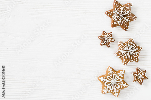 Stampa su Tela Christmas homemade gingerbread cookies on the white wooden background
