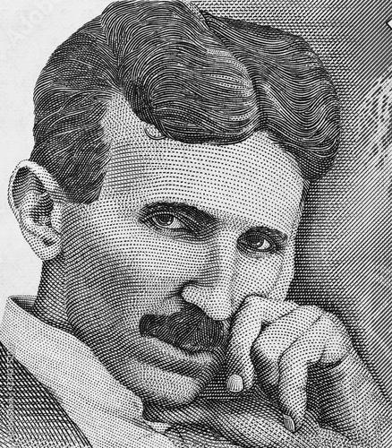 Photo Nikola Tesla portrait on Serbia 100 dinars banknote close up macro, genius  physicist