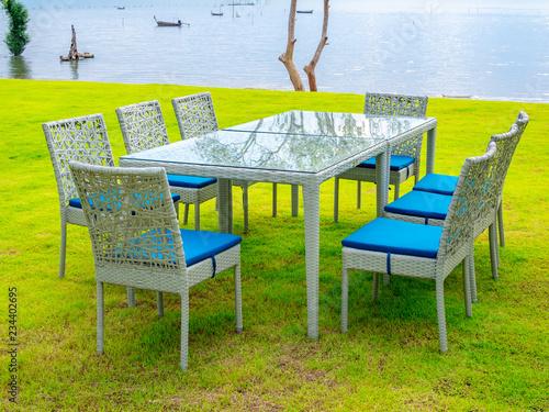 Poster de jardin Oiseaux en cage Dining table set with Seascape