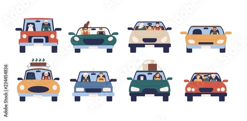 Cartoon voitures Collection of funny people driving cars isolated on white background. Bundle of cute men, women, children and pets in automobile. Front view. Colorful vector illustration in flat cartoon style.