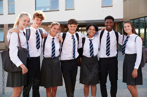 Foto Portrait Of Smiling Male And Female High School Students Wearing Uniform Outside