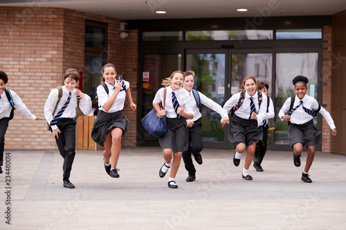 Photo Group Of High School Students Wearing Uniform Running Out Of School Buildings To