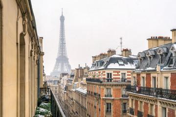 Blick auf den Eiffelturm im Winter, Paris, Frankreich