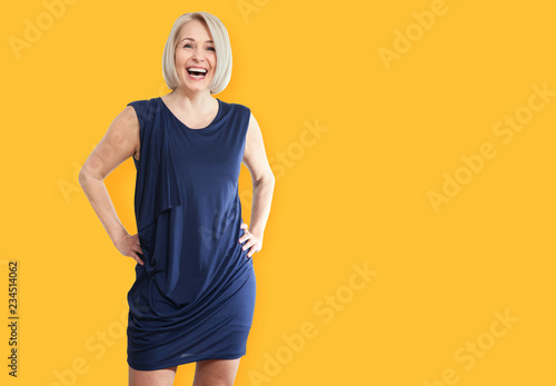 Photo Portrait of happy mature businesswoman middle aged woman smiling isolated on white