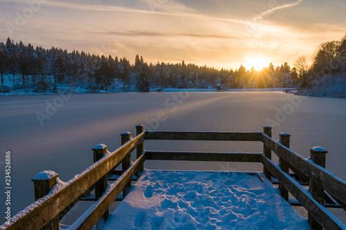 Poster Lac / Etang Sonnenuntergang im Winter