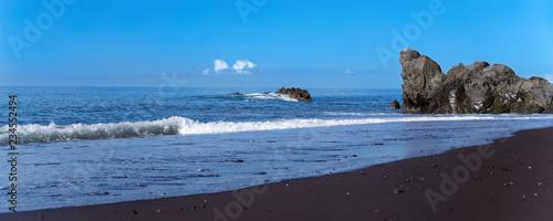 Fotografía Black sand beach Praia Formosa on Portuguese island of Madeira