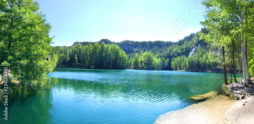 Cadres-photo bureau Rivière de la forêt Adršpach-Teplice Rocks in Czech Republic. Piskovna Lake. Blue lake in the mountains. High resolution picture.