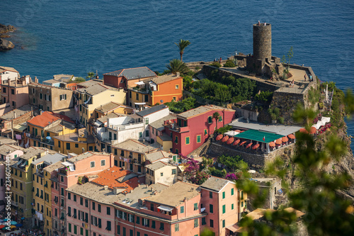 Obraz na plátně  Tourists visiting the Castello Doria in Vernazza, as seen from the Cinque Terre