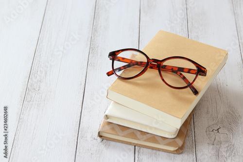 本とメガネ Canvas Print