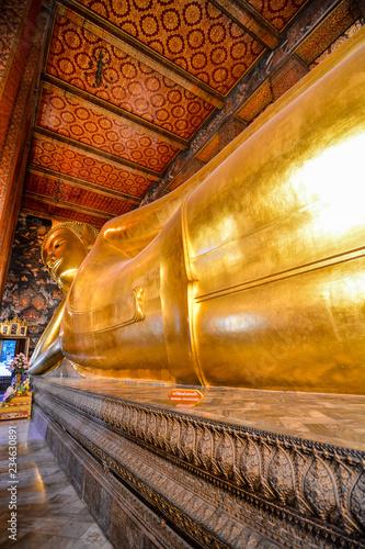 Photo  The Reclining Buddha at Wat Pho ,Pho Temple in Bangkok, Thailand, Asia