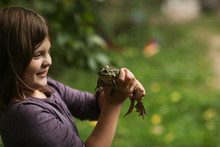 Funny Girl Holding And Looking At Big Frog,nature