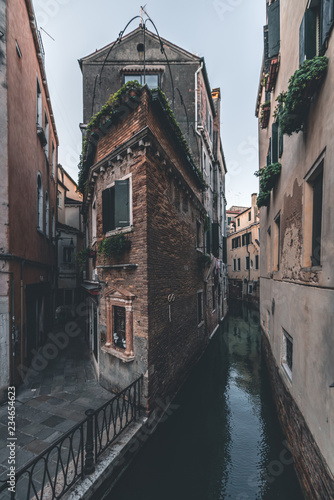 Poster Ville sur l eau The house on the corner