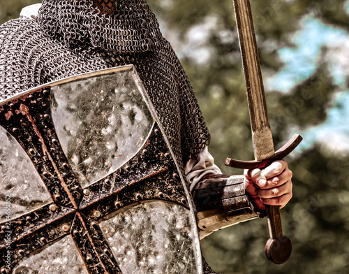 Fotografia Closeup view on traditional medieval knight with shield and sword