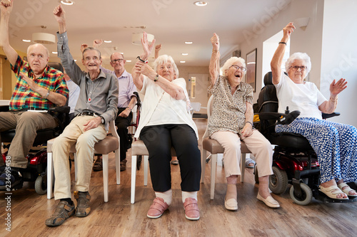 Cuadros en Lienzo Group Of Seniors Enjoying Fitness Class In Retirement Home