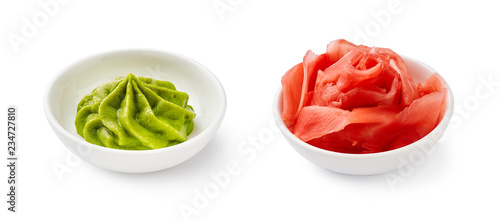 Photo Wasabi and pickled ginger in bowls isolated on white background.