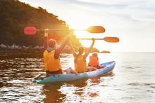 Happy Family Kayak Walking Sunset Sea Island