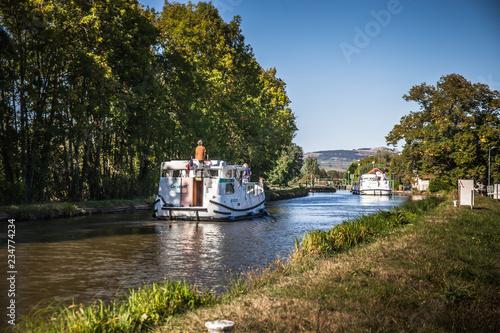 Fotografie, Obraz  bateau plaisance sur canal