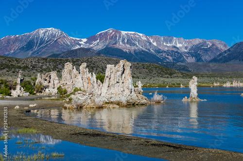 Fotomural Mono Lakes with tufa outcrops usa