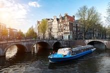 Amsterdam Canal Cruise Ship Wi...