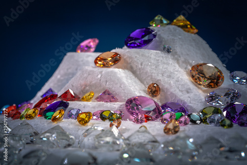 Photo colorful diamonds on turning Showcase with snowing background.