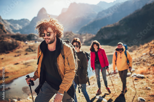 Fotografía Group of hikers walking on a mountain at autumn day