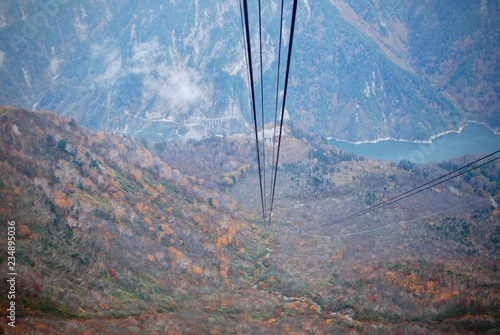 Foto  Landscape view of natural mountain range in autumn time with line of cable sky c
