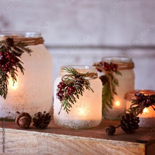 Foto-Leinwand ohne Rahmen - Weihnachtslaternen - Winterlich dekorierte Windlichter für die Weihnachtszeit (von emmi)