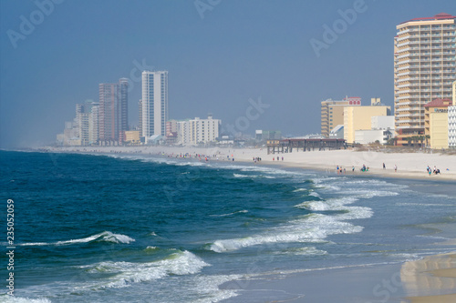 Fényképezés Condos and hotels on the shore of the Gulf of Mexico at Orange Beach, Alabama on a hazy day