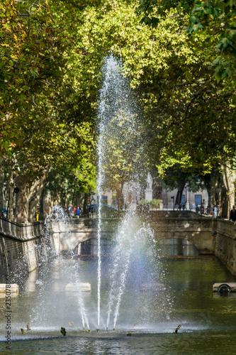 Foto op Canvas Fontaine Fontaine,jardin de la fontaine à Nîmes.