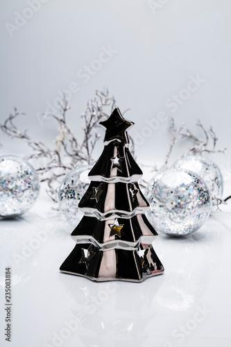Fototapeta Świąteczna dekoracja. Świąteczna kompozycja w odcieniach srebra. obraz