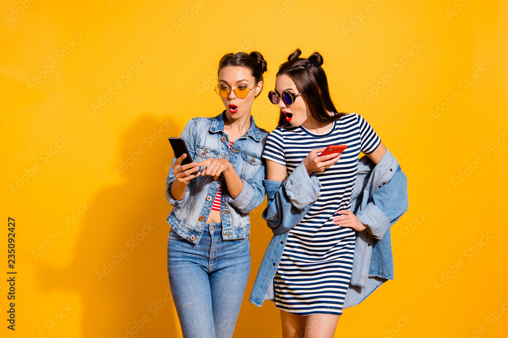 Fototapety, obrazy: Two leisure lifestyle brunette hair lady in street style stylish