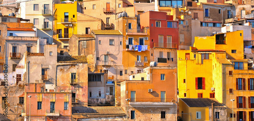 Fotografiet The colorful old houses with windows in city of Sciacca overlooking its harbour