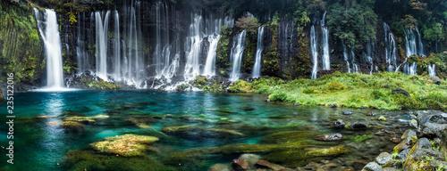 fototapeta na lodówkę Wasserfall Panorama mit türkisblauem Wasser