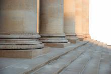 Säulenreihe Mit Alten Römisc...