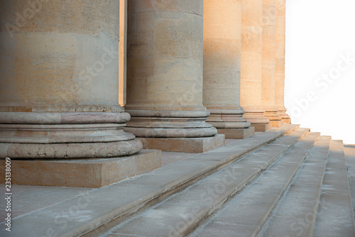 Foto op Aluminium Theater Säulenreihe mit alten römischen Säulen