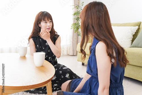 Fotografie, Obraz  女子会をする若い2人