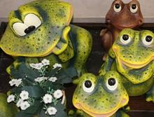 Dekorative Keramikfroesche Fuer Den Garten