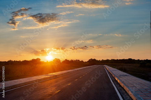 Foto op Aluminium Luchthaven Empty asphalt road blue sky and sunset backgroung with copy space
