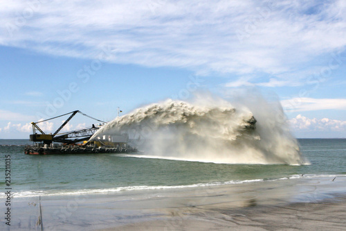 Work dredger dredging with sand washing on beaches Canvas-taulu